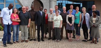 Wieder ein Besuch bei Freunden - der Gouverneur der  Südprovinz Alfonse MUNYANTWARI empfing im Oktober 2013 eine Gruppe des Freundeskreises.