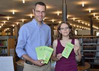 B�rgermeister Dr. Maximilian Ingenthron stellte gemeinsam mit der Leiterin der Stadtbibliothek, Amelie Goller, das Programm des zweiten Halbjahrs der 32. Landauer B�chereitage vor