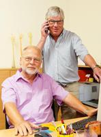 Gerhard Fritz (l.) und Bernd Hastrich (r.) haben die �kumenische Nachbarschaftshilfe Wollmesheimer H�he und Landau S�dwest ins Leben gerufen