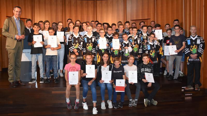 Sportstadt Landau ehrt ihre erfolgreichsten Sportlerinnen und Sportler: Verleihung der Stadtsporturkunden und Sonderehrungen für das Sportjahr 2018 an 66 Jugendliche und Erwachsene