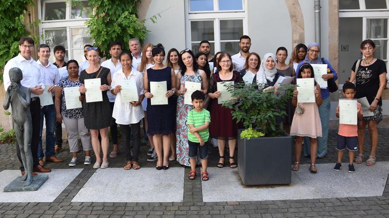 Feierliche Einbürgerung im Landauer Rathaus: 28 Frauen, Männer und Kinder werden Deutsche
