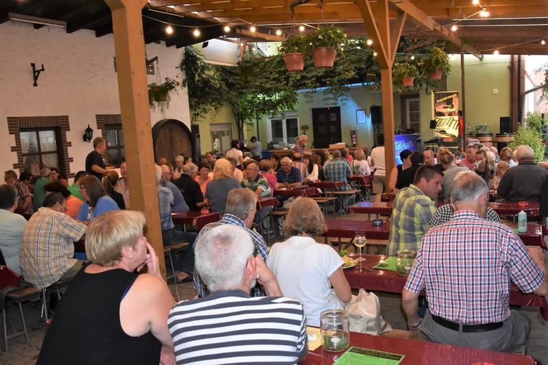 45. Weinkerwe in Dammheim: Vom 16. bis 19. August wird auf dem Festplatz an der Turnhalle und – wie hier zu sehen – im Weingut Wambsganß gefeiert.