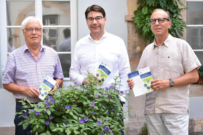 Oberbürgermeister Thomas Hirsch (M.), Beiratsvorsitzender Willi Schmitt (r.) und dessen Stellvertreter Rolf Lüchow haben jetzt ein positives Fazit der ersten Wahlperiode des Landauer Beirats für ältere Menschen gezogen.