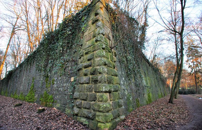 Festungsreste wie hier im Fort sind an vielen Stellen in Landau anzutreffen – überirdisch, aber auch im Boden.