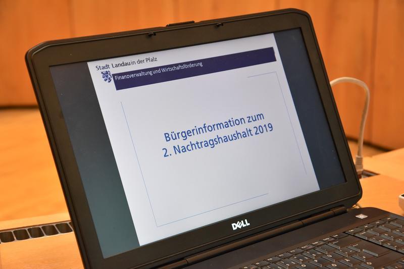 Die Stadt Landau stellt ihre Haushaltsentwürfe regelmäßig bei öffentlichen Informationsveranstaltungen vor – so auch beim 2. Nachtragshaushalt 2019.