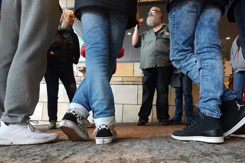 Ein alternativer Blick auf Berlin: Die Landauer Jugendlichen nahmen an einer Führung teil, die die Bundeshauptstadt aus Sicht von Obdachlosen erlebbar macht.