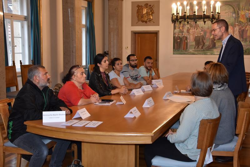 Am 27. Oktober wird der neue Beirat für Migration und Integration gewählt. Um die Kandidatinnen und Kandidaten für den Beirat kennenlernen und sich über ihr Wahlprogramm zu informieren, hatte Bürgermeister Dr. Maximilian Ingenthron zu einer Infoveranstaltung ins Rathaus geladen.
