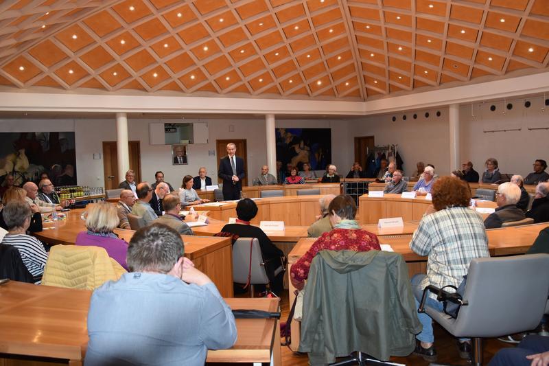 Am 27. Oktober wird in Landau der neue Beirat für ältere Menschen gewählt. Um interessierten Wahlberechtigten die Möglichkeit zu geben, die Kandidatinnen und Kandidaten für das Gremium kennenzulernen, hatte Bürgermeister Dr. Maximilian Ingenthron zu einer Infoveranstaltung in den Ratssaal geladen.
