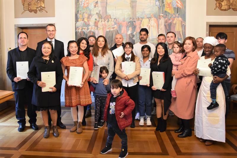 18 Menschen aus 15 Nationen wurden jetzt im Rahmen einer feierlichen Einbürgerungsveranstaltung im Landauer Rathaus eingebürgert.