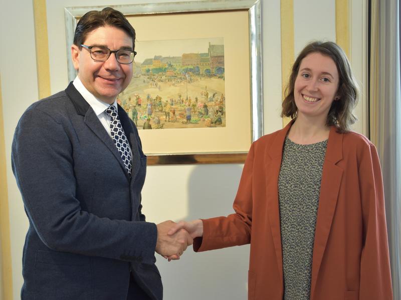 Landaus Oberbürgermeister Thomas Hirsch und die neue städtische Klimaschutzmanagerin Maren Dern tauschten sich über das Zukunftsthema Klimaschutz in der Stadt und bei der Stadtverwaltung aus.
