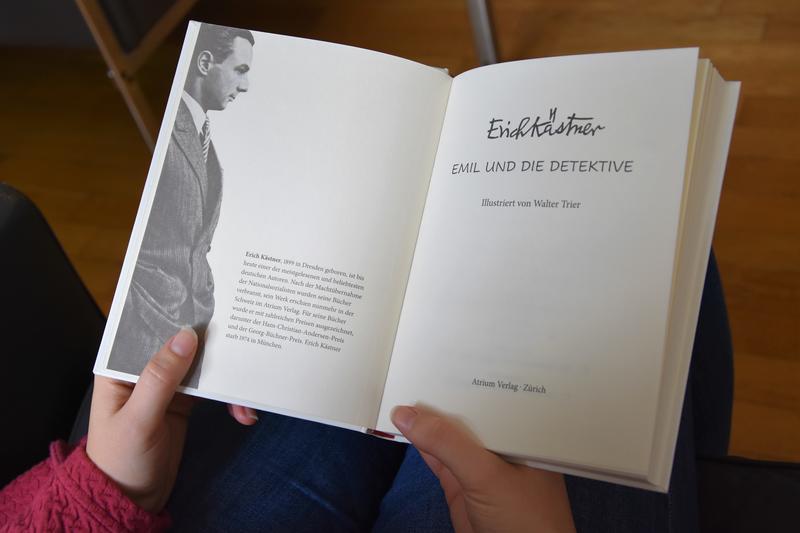 """Auch die Stadtbibliothek Landau macht am bundesweiten Vorlesetag mit: Am Freitag, 15. November, sind Kinder ab 6 Jahren zu einer Lesung aus Erich Kästners """"Emil und die Detektive"""" eingeladen."""