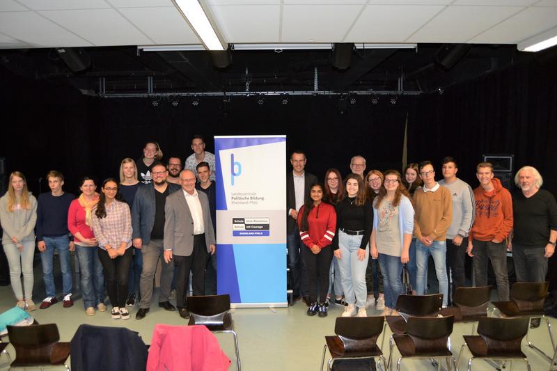"""Schülerinnen und Schüler der Integrierten Gesamtschule in Landau und aus dem Landkreis Germersheim haben beim Regionaltreffen von """"Schulen ohne Rassismus – Schulen mit Courage"""" teilgenommen."""
