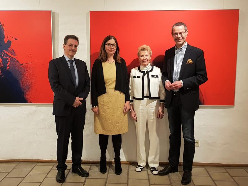 Gemeinsam bei der Vernissage in der Landauer Galerie Z: Galerist Peter Büchner, Prof. Dr. Francesca Vidal, Galeristin Ursula Zoller und Bürgermeister Dr. Maximilian Ingenthron.