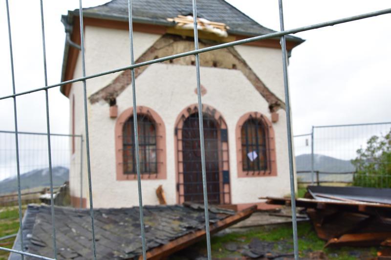 Ein Bild der Zerstörung: Die Kapelle auf der Kleinen Kalmit in Arzheim nach der mutwilligen Zerstörung an Allerheiligen dieses Jahres.