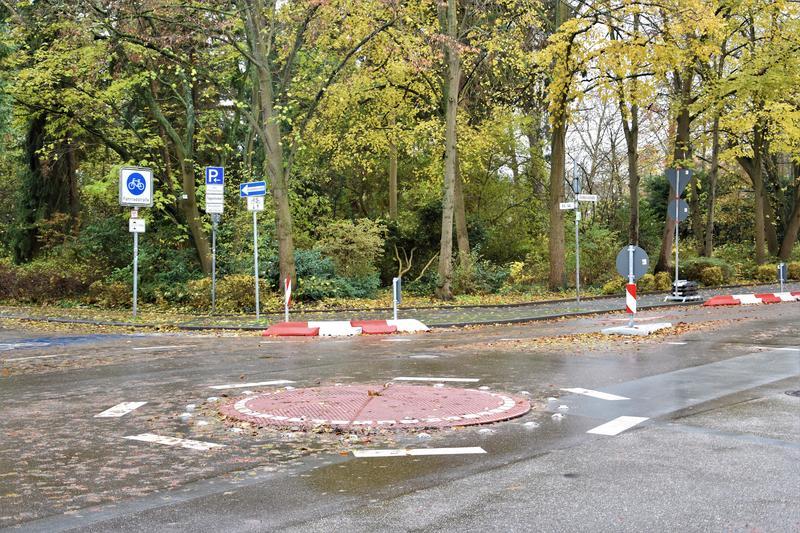 Der zunächst provisorisch angelegte Kreisverkehr an der Kreuzung Nordring/An 44/Am Kronwerk in Landau soll dauerhaft ausgebaut werden.
