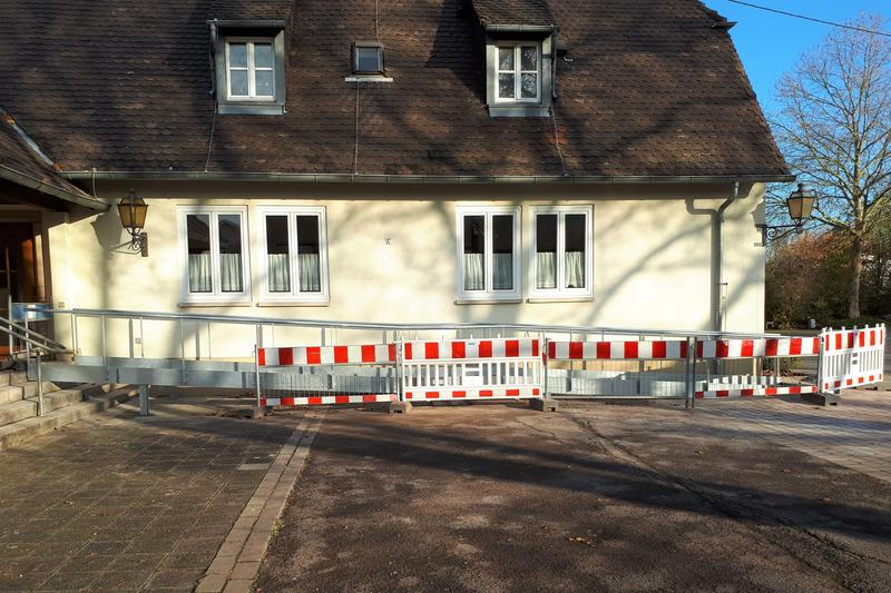 Die Baustelle am DGH in Landau-Mörlheim. Das Gebäude wird künftig barrierefrei zugänglich sein.