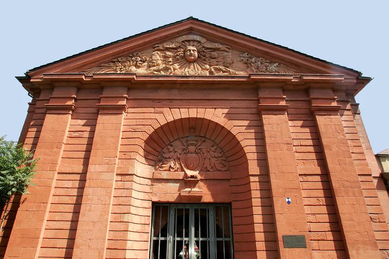 Die klassischen Stadtführungen durch die historische Landauer Innenstadt - hier das Französische Tor - zählen zu den beliebtesten Angeboten der Gästeführerinnen und -führer.