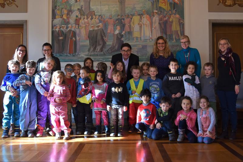 25 Vorschulkinder der Kindertagesstätten Wilde 13 und Ponyhof waren gemeinsam mit ihren Erzieherinnen zu Besuch bei Oberbürgermeister Thomas Hirsch im Rathaus.
