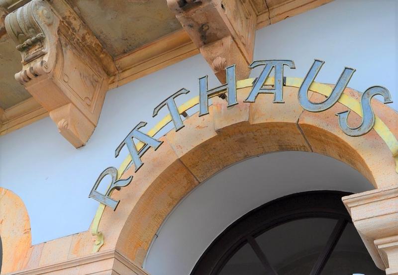 Die Stadtverwaltung Landau informiert: Ab kommendem Montag ist der Publikumsverkehr im Rathaus und den übrigen Dienstgebäuden nur noch eingeschränkt möglich.
