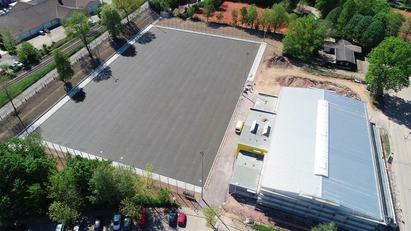 Eine aktuelle Luftaufnahme der Sporthalle West und des angrenzenden Jahnsportsplatzes