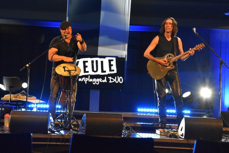 """Rockten auch unplugged den Stadtgeburtstag: Christian """"Keule"""" Haas und Max Jeschek."""