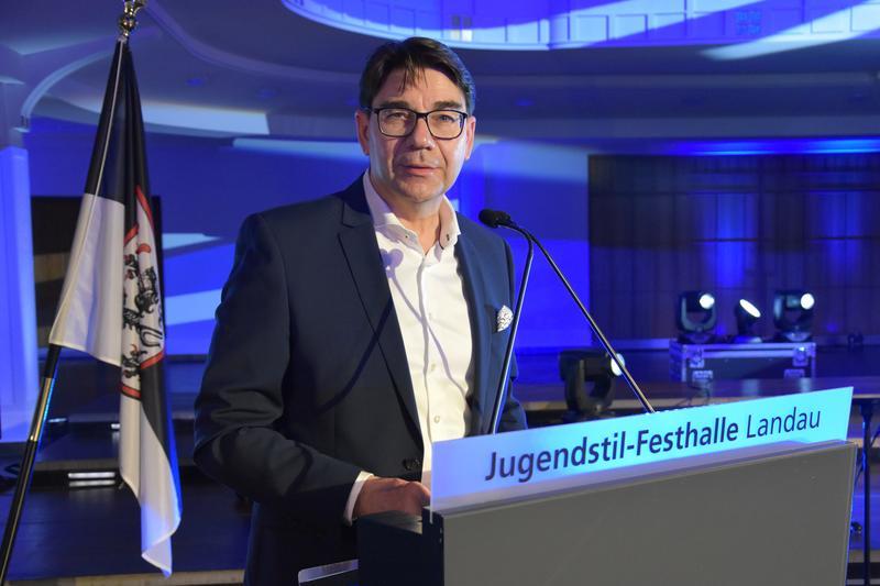 Landaus OB Hirsch sieht den Bund und das Land weiter in der Pflicht, die Altschuldenproblematik der Kommunen zu lösen.