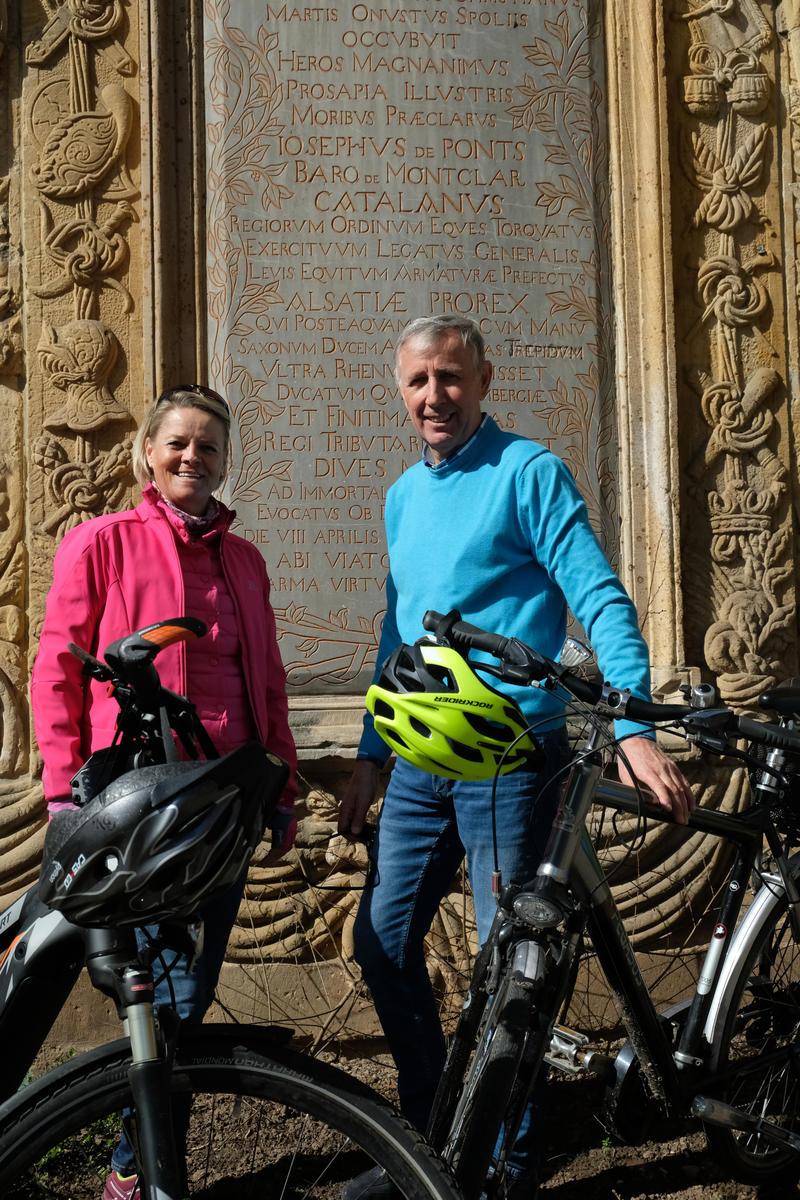 Bettina Kleiner und Rolf Gebert nehmen ihre Gäste mit auf eine Fahrrad-Tour zu den Spuren der Landauer Festung.