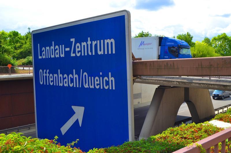 Gute Nachrichten in schwierigen Zeiten: Die Arbeiten des Landesbetriebs Mobilität an der Anschlussstelle Landau-Zentrum West sind abgeschlossen.